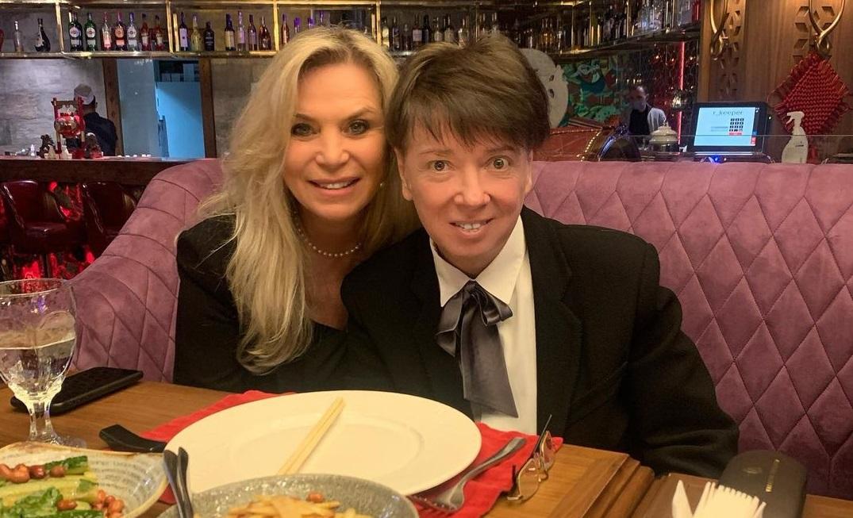 """""""Эталон женщины"""": Алла Пугачева в стильном образе отправилась в гости к Валентину Юдашкину"""