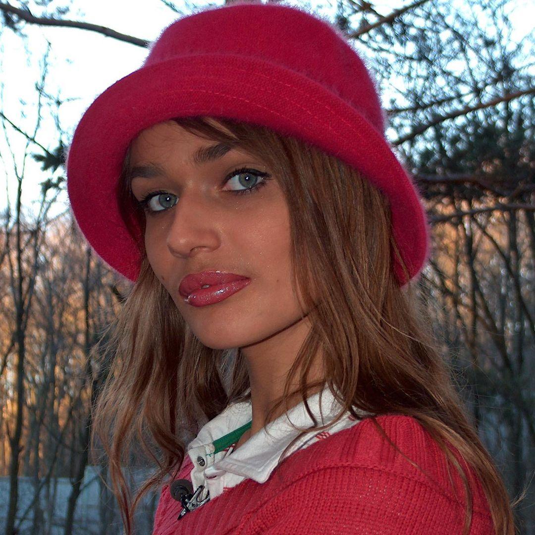 """""""Усатая Красная шапочка"""": Алена Водонаева показала, как выглядела, когда приехала покорять Москву"""