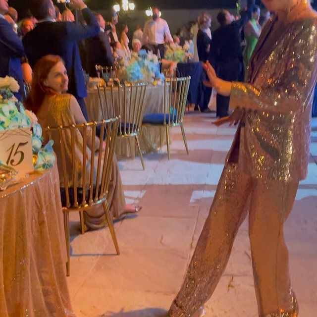 Ксения Собчак появилась на мероприятии в костюме, похожем на скатерть