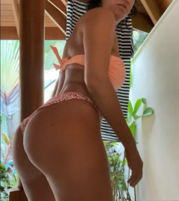«Мне кажется, что я очень даже секси»: певица Слава покрутилась перед камерой в бикини, продемонстрировав свои сильные и слабые места