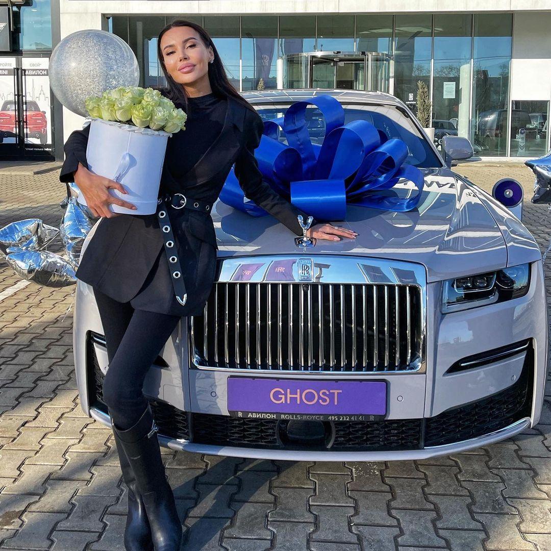 Оксана Самойлова новый rolls-royce 2021 Джиган машина