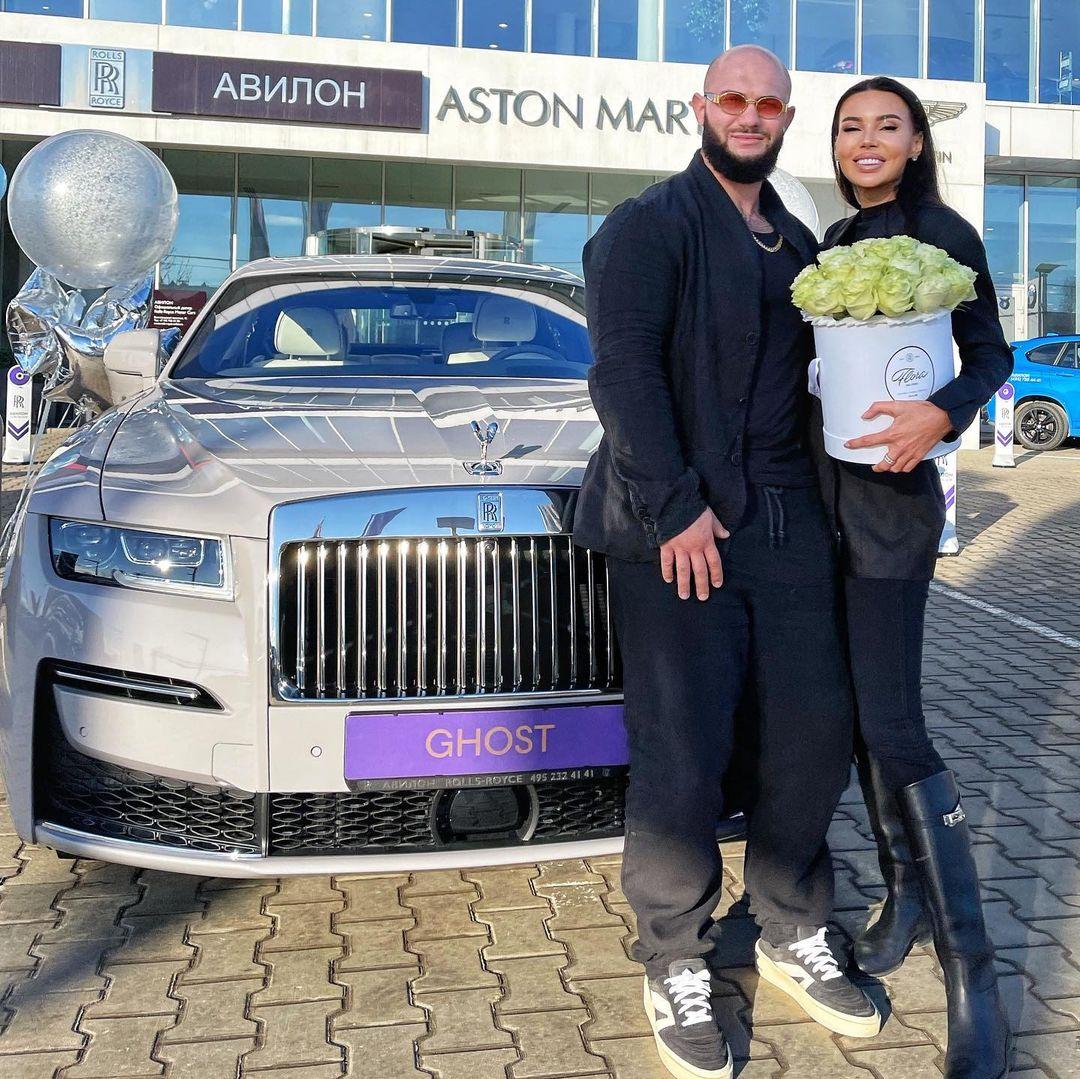 Джиган подарил Оксане Самойловой автомобиль за 40 миллионов рублей