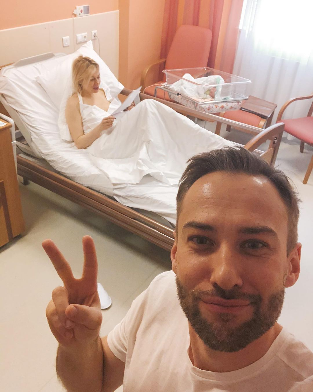Дмитрий Шепелев потратил на роды своей жены почти миллион рублей