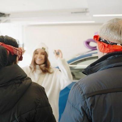 Айза Долматова подарила родителям дорогой автомобиль