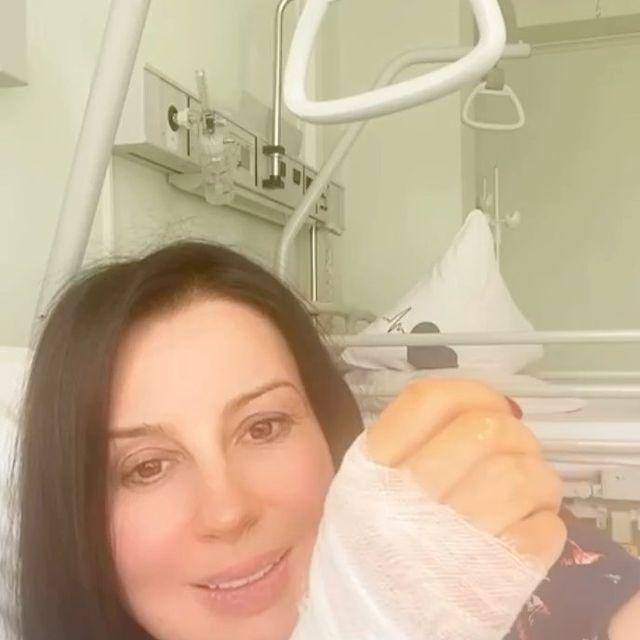 Екатерина Стриженова вышла на связь из больничной палаты