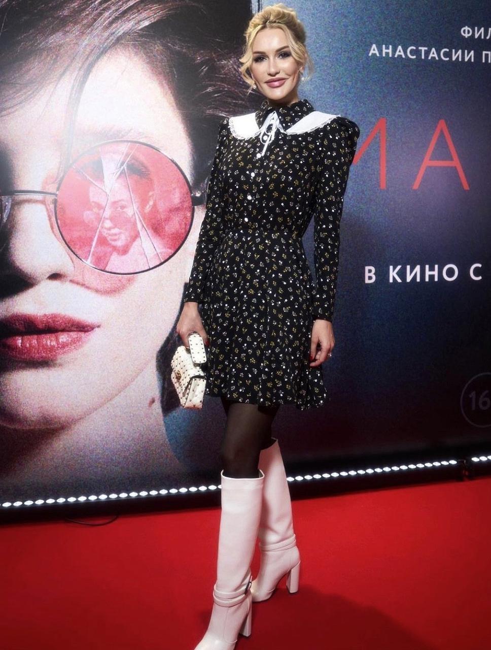 Таша Белая заставила задуматься папарацци, приехав на премьеру фильма в гордом одиночестве