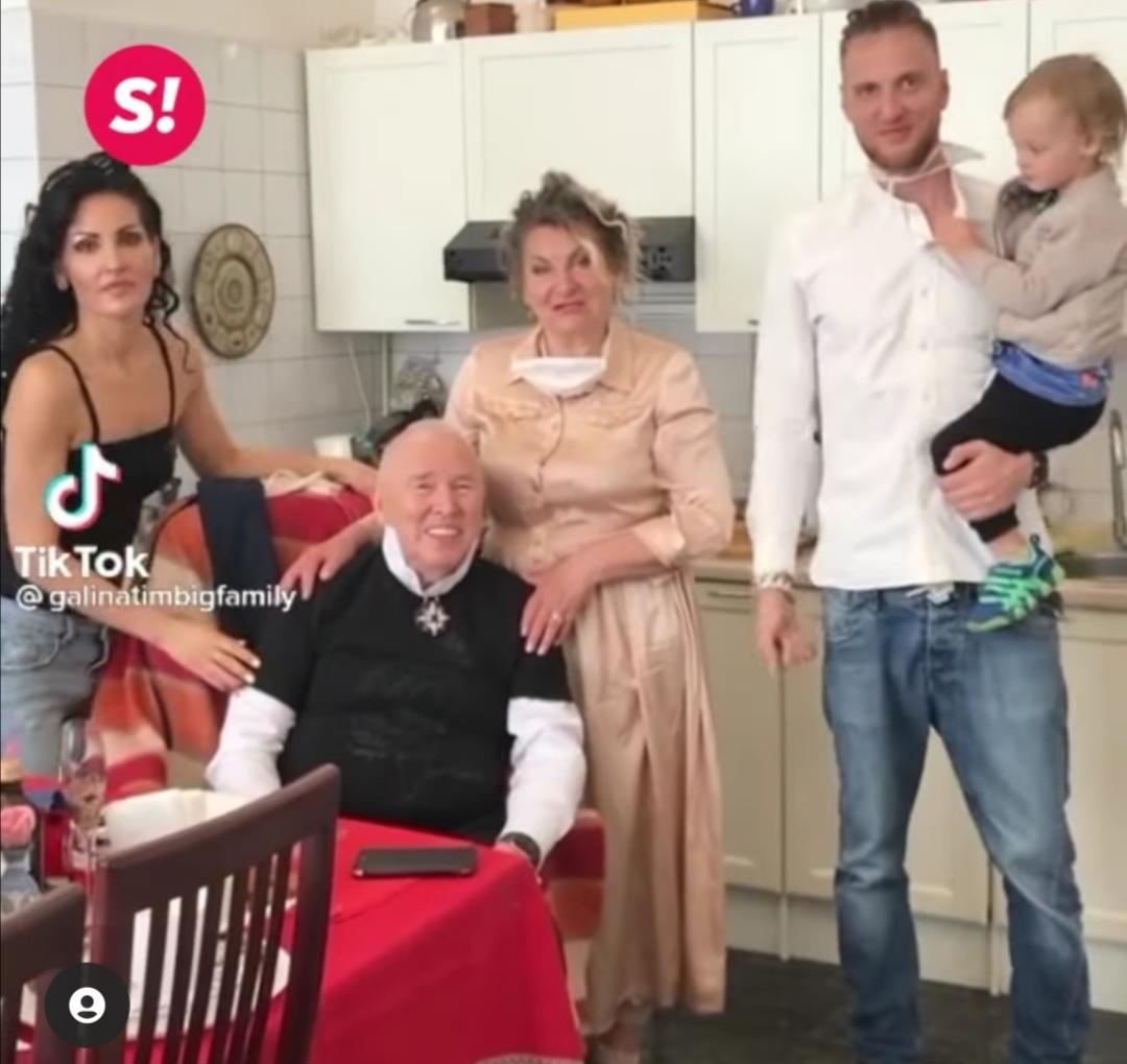 Тяжелобольной Вячеслав Зайцев стал звездой TikTok благодаря странной семье, поселившейся в его доме