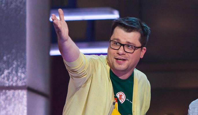 """""""У меня очень тонкий член"""": Гарик Харламов снял трусы перед гостями шоу"""