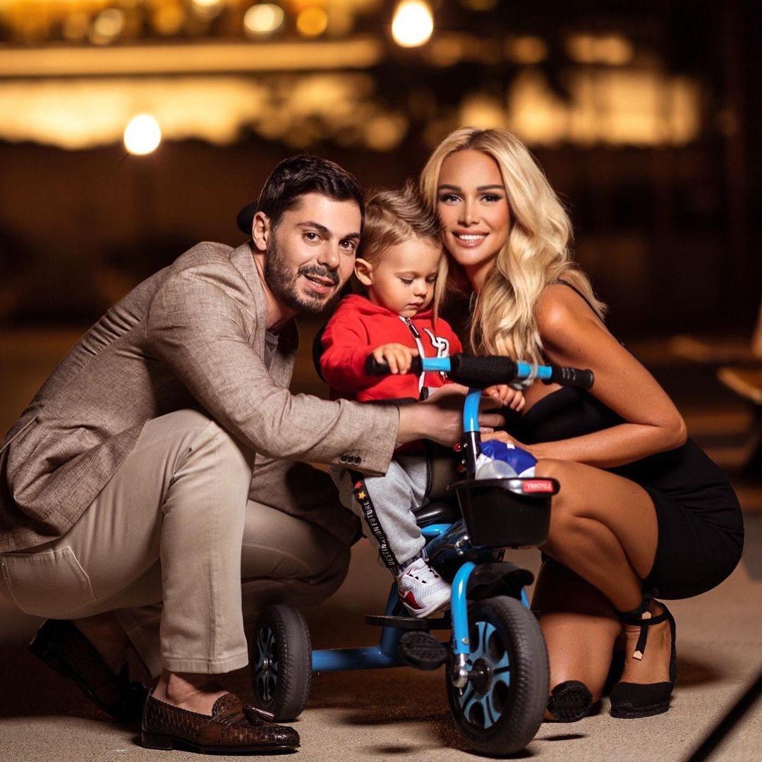 Виктория Лопырёва в велосипедочках задорно поздравила мужа Игоря Булатова с днём рождения