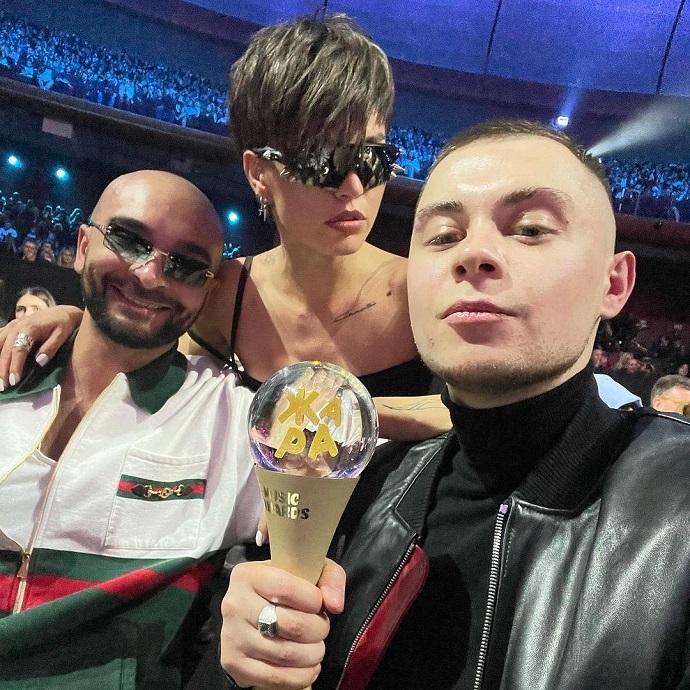 """Рейтинг дня: Зиверт на премии """"Жара"""" появилась в супер миниатюрном платье"""