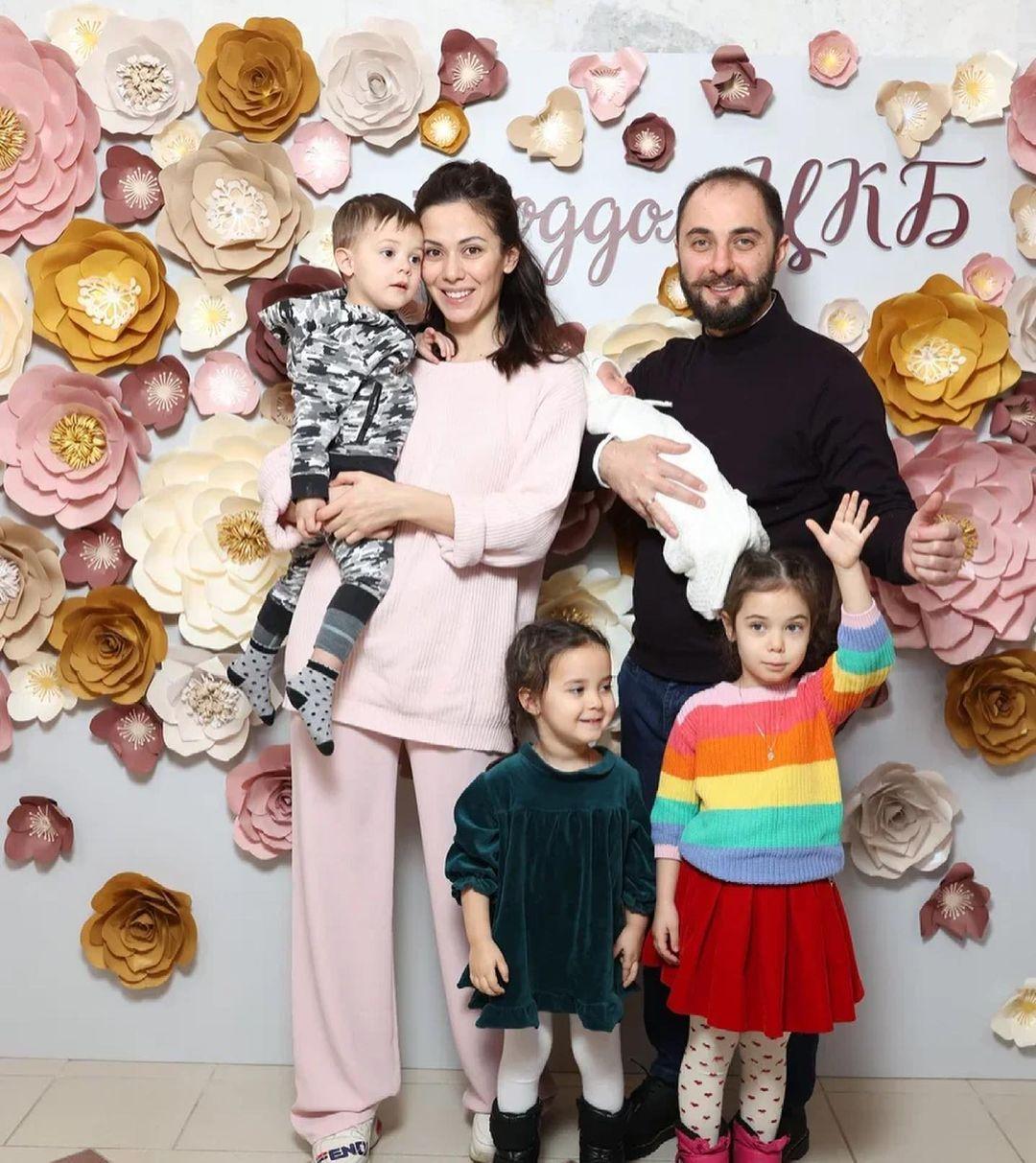 Демис Карибидис стал отцом в четвертый раз