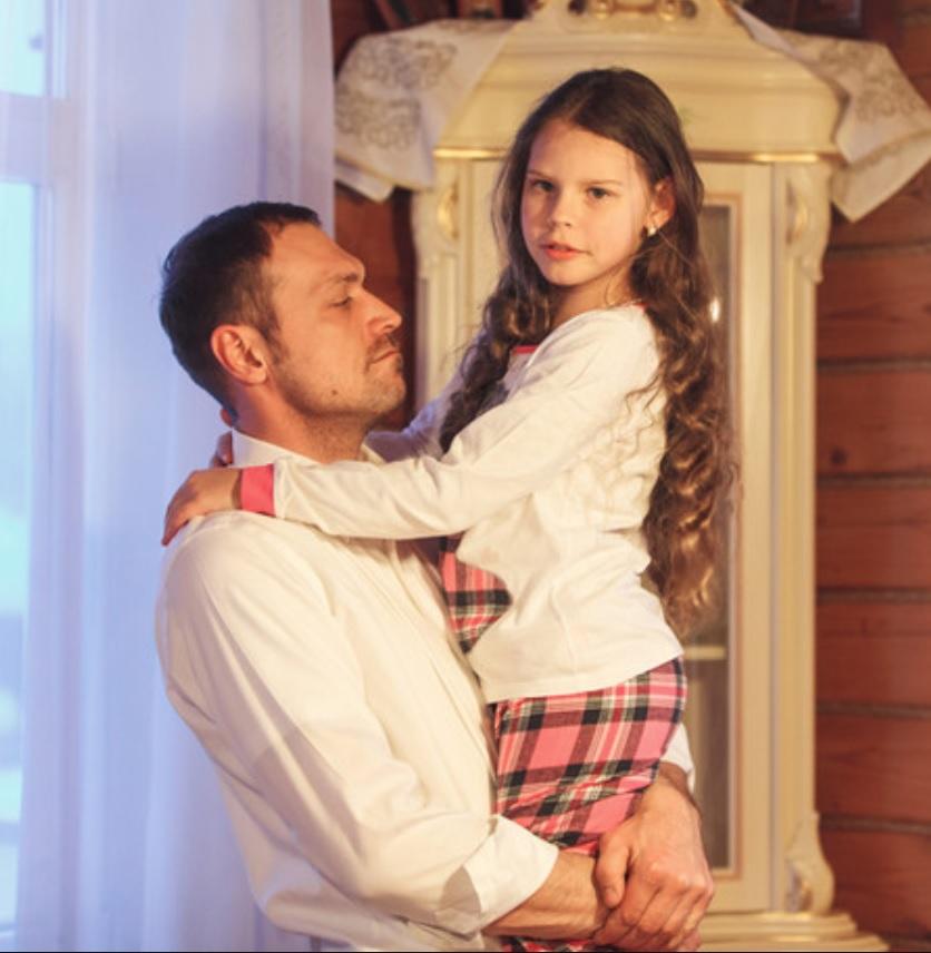 """""""Как похожа на папу!"""": певица МакSим поделилась снимками повзрослевшей младшей дочери"""