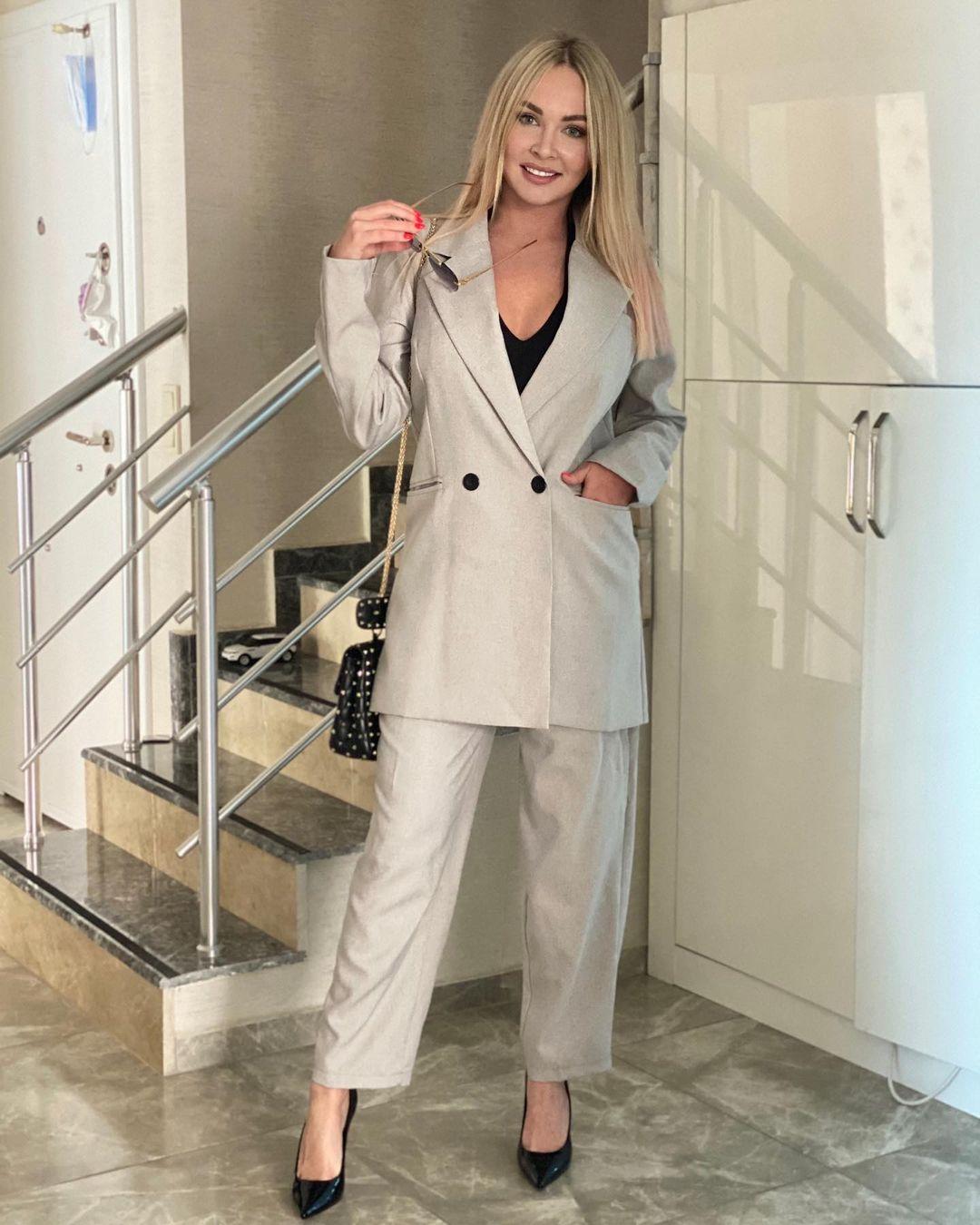 Рейтинг дня: Дарья Пынзарь примерила стильный костюм оверсайз