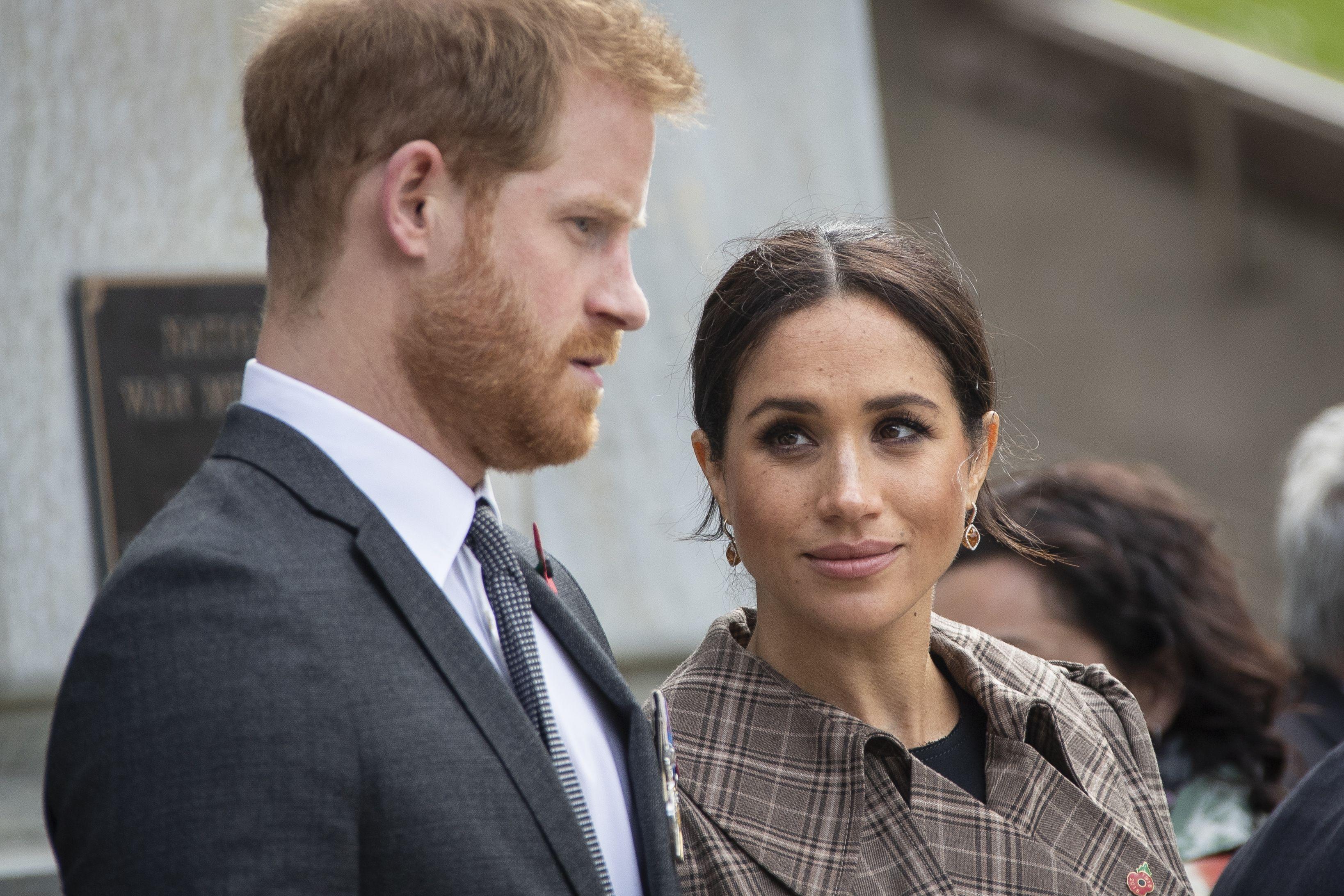 Принц Гарри приехал в Англию и попал в заточение