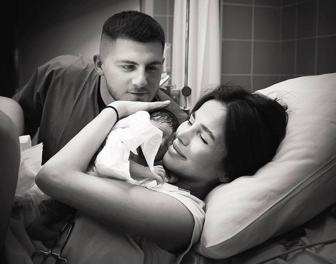 Алекса показала первый кадр с новорожденной дочерью