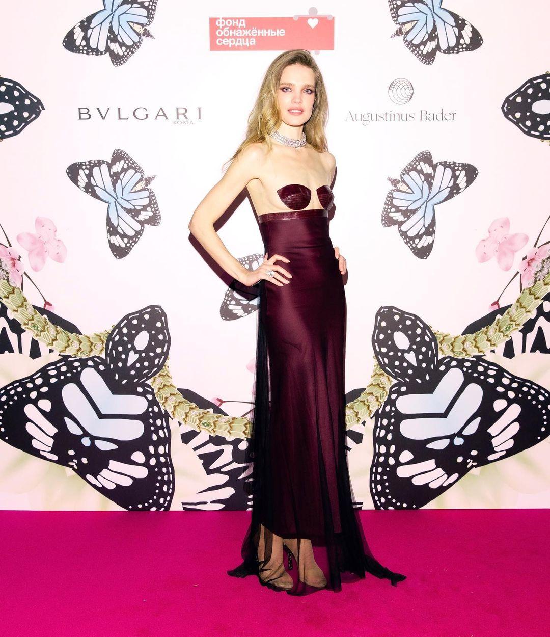"""Наталью Водянову раскритиковали за """"голое"""" платье на благотворительном приёме"""