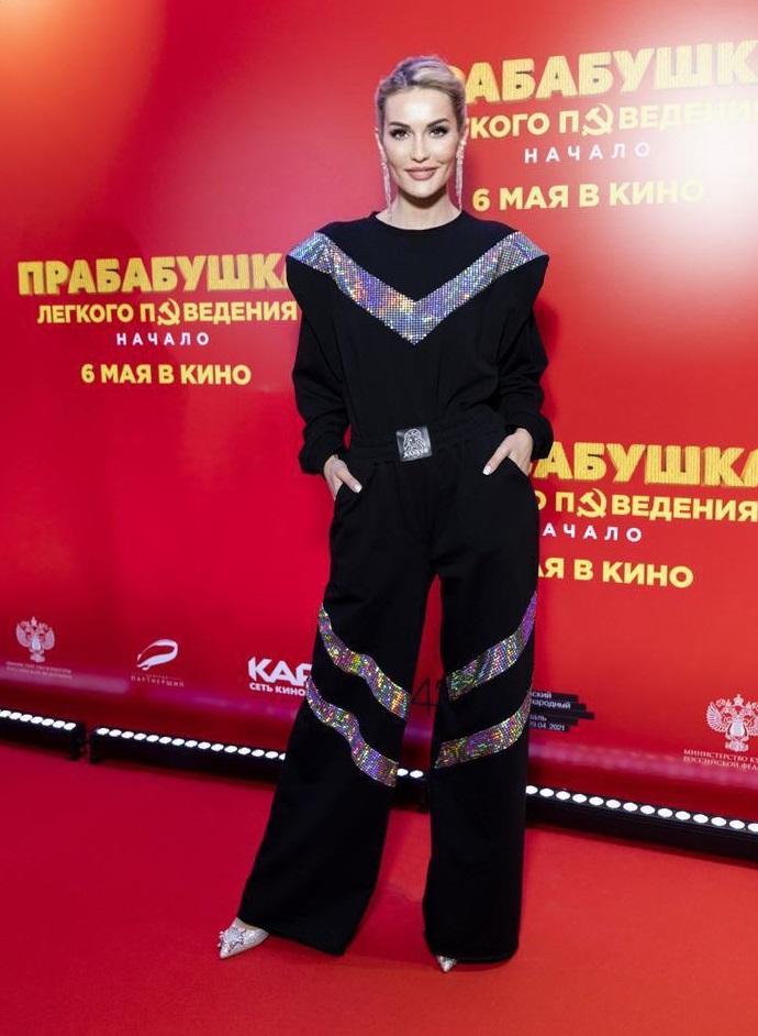 Гарик Харламов был замечен на премьере фильма с телеведущей Ташей Белой