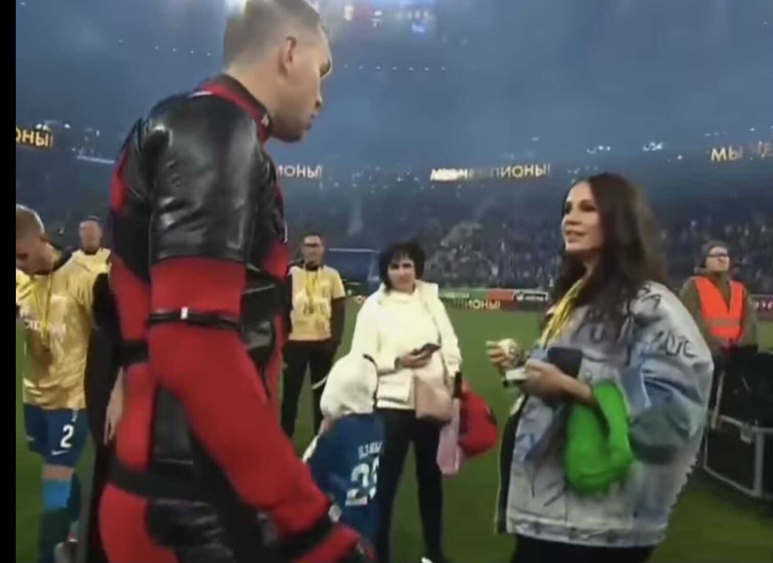 Deeply pregnant wife of Artyom Dziuba came to cheer for him at the stadium