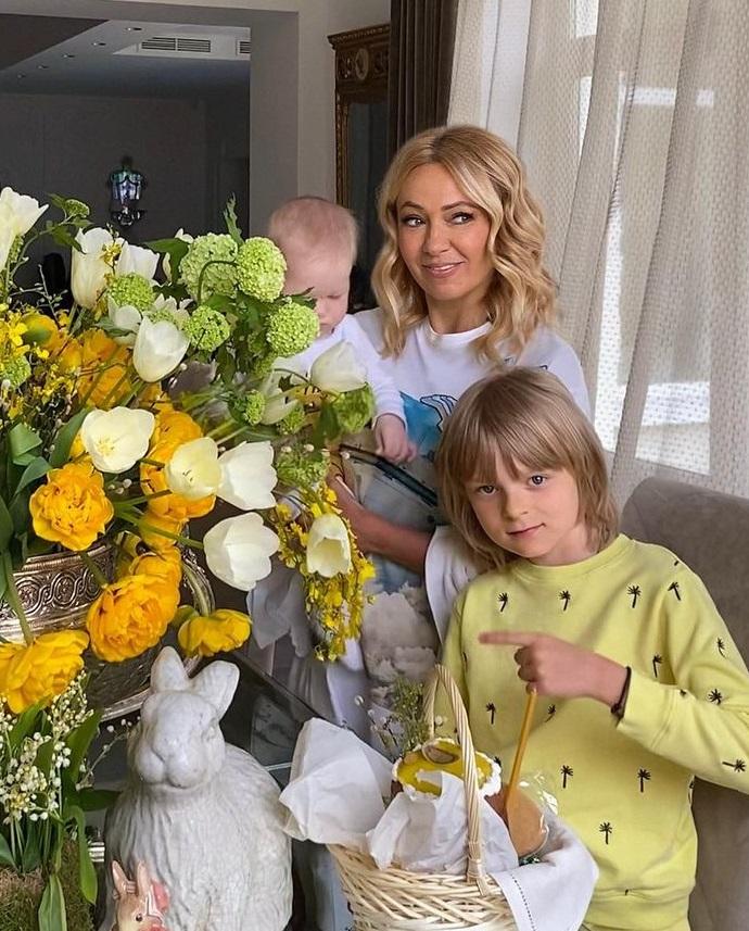 Яна Рудковская показала лицо младшего сына Арсения