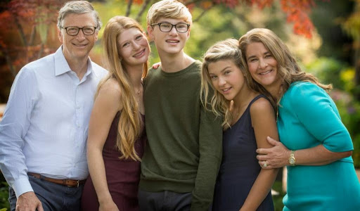Bill Gates divorces his wife