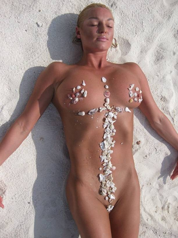 As in the good old days: Anastasia Volochkova bared her breasts again in the Maldives