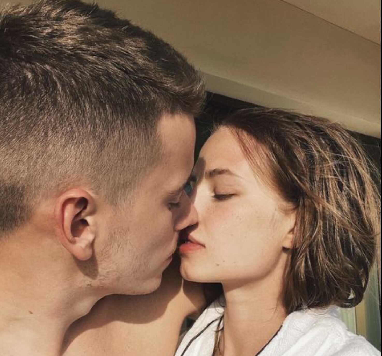 Певица Валерия поддержала сына, обматерившего подписчиков, критикующих интимное фото ее невестки, адресованное ветеранам войны