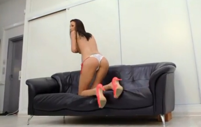 В Сеть просочилось интимное видео молодой Оксаны Самойловой, сделанное во время эротического кастинга