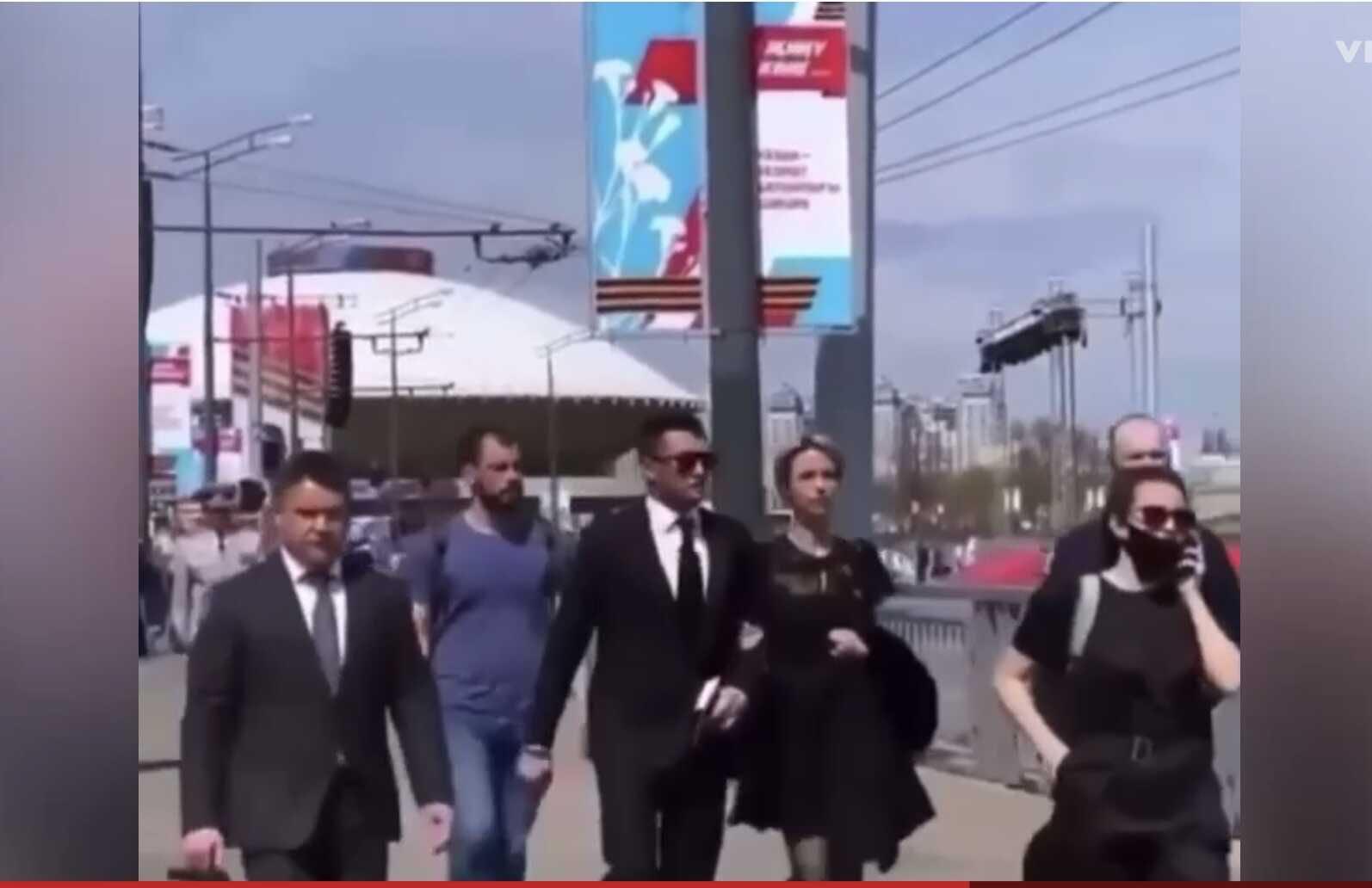 Павел Прилучный приехал на праздник под руку с Мирославой Карпович