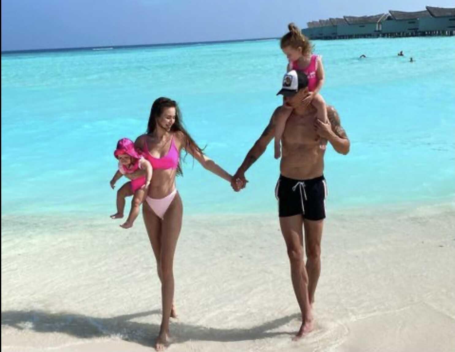 Дмитрий Тарасов объяснил, почему именно он имеет право раздавать советы о счастливой семейной жизни