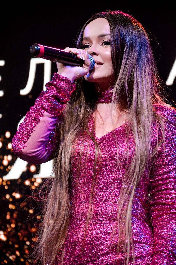 Елена Князева дала живой концерт под аккомпанемент на смартфоне