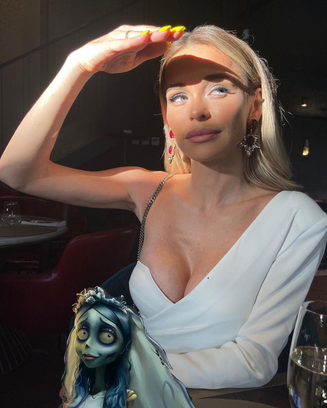 Анна Хилькевич показала свою новую силиконовую грудь
