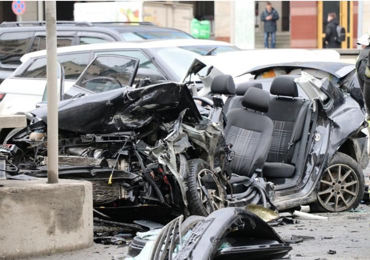 Пранкер Эдвард Бил, устроивший аварию в центре Москвы, договорился о том, чтобы пострадавшая попросила закрыть уголовное дело против него