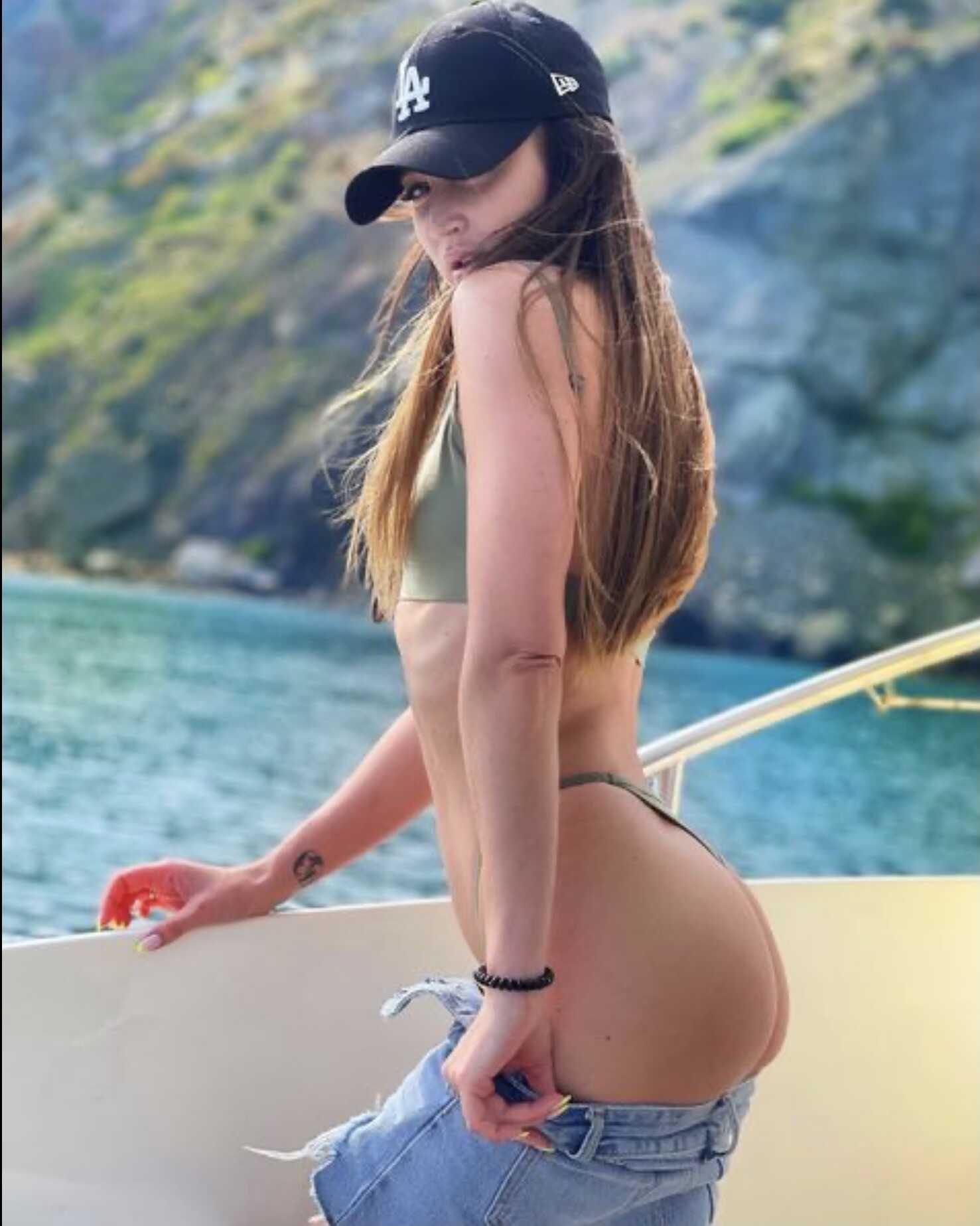 Откровенное фото Виктории Бони в одних стрингах в стиле Ольги Бузовой возбудило Иосифа Пригожина
