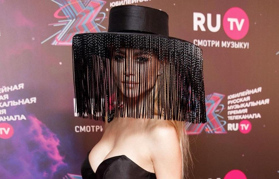 Рейтинг дня: шляпу Беллы Потёмкиной сравнили с торшером