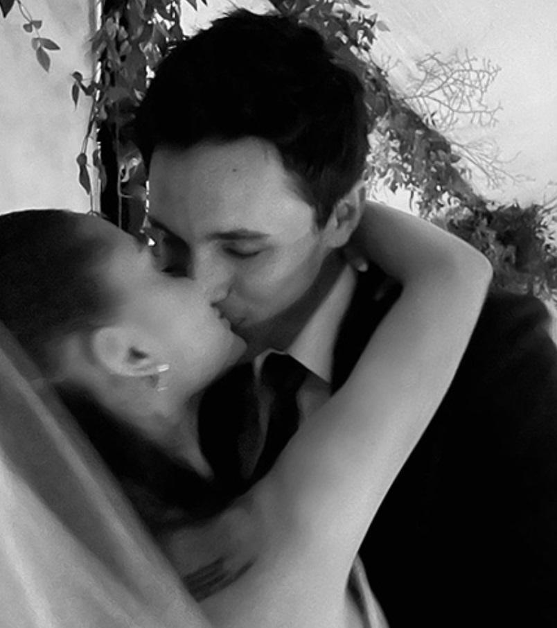 Ариана Гранде показала фото со своей тайной свадьбы