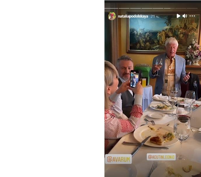 В семействе Агутиных по-тихому отметили День рождения Анжелики Варум: муж Леонид читал поздравления со смартфона, а свекор Николай пожелал совершенствоваться