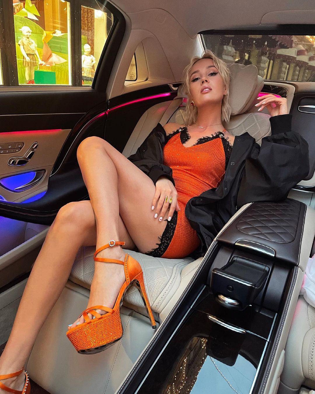 """""""Принимаю поздравления!"""": Клава Кока купила первый автомобиль стоимостью более 8 миллионов рублей"""