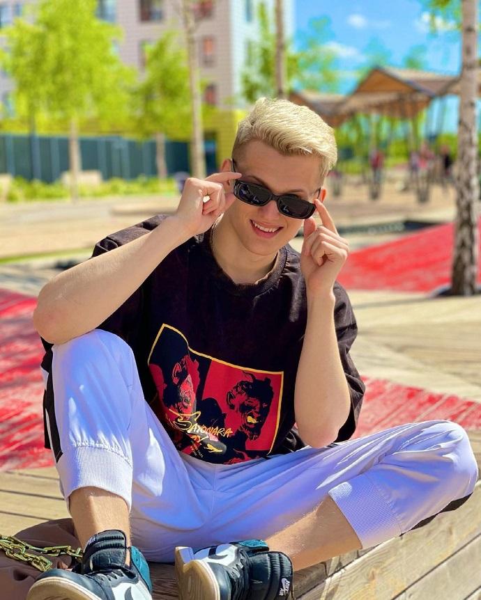 Заплаканный Илья Милохин заверил своих поклонников, что завязал с наркотиками