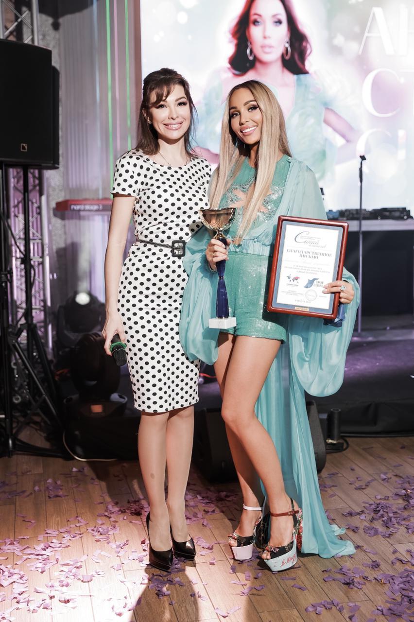 Отмечая день рождения, Анастасия Барашкова вышла на сцену с рэпером Мотом
