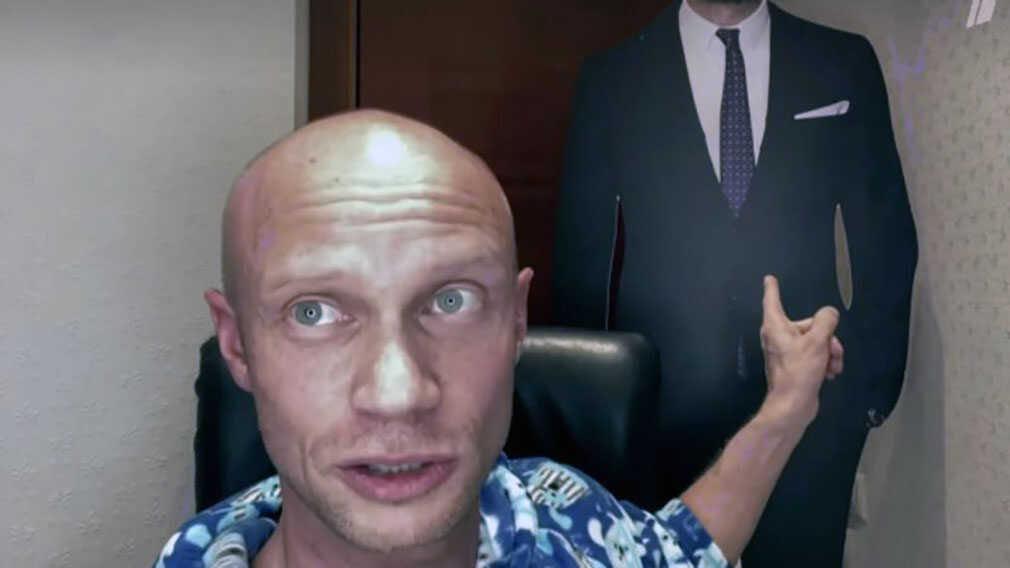 Иван Ургант намекнул на то, что у Дмитрия Хрусталёва проблемы с наркотиками и алкоголем