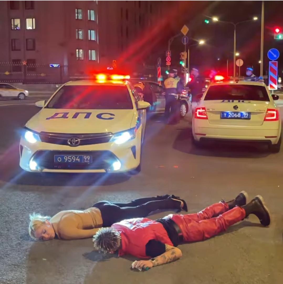 """Сразу после премии """"Муз-тв"""", Настя Ивлеева была задержана стражами порядка"""
