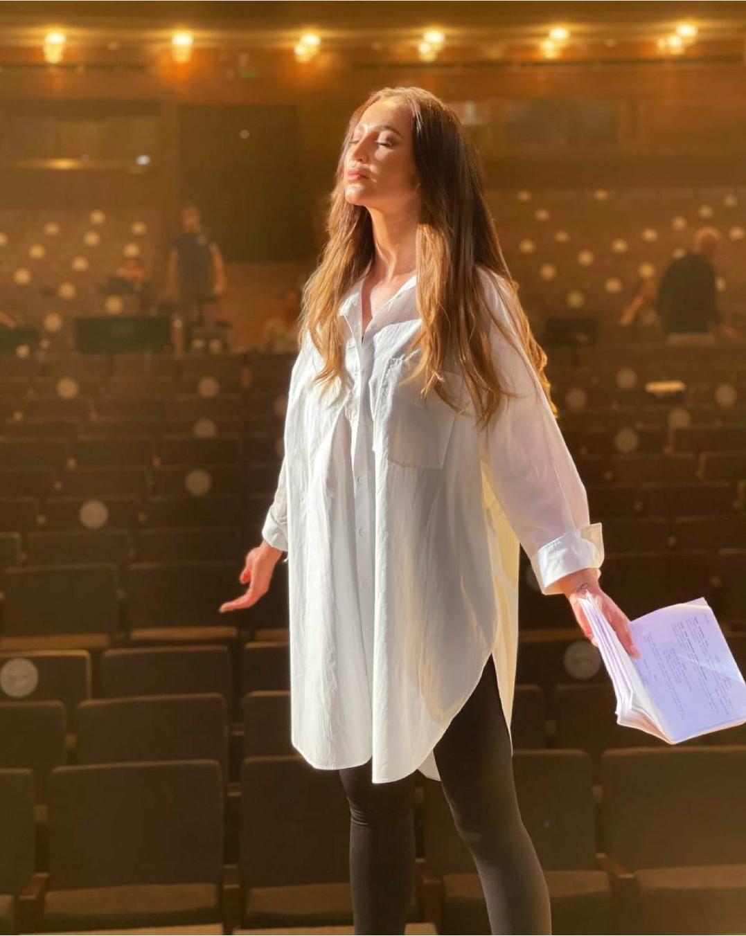 Виктория Боня осудила людей, высмеивающих роль Ольги Бузовой в спектакле МХАТа