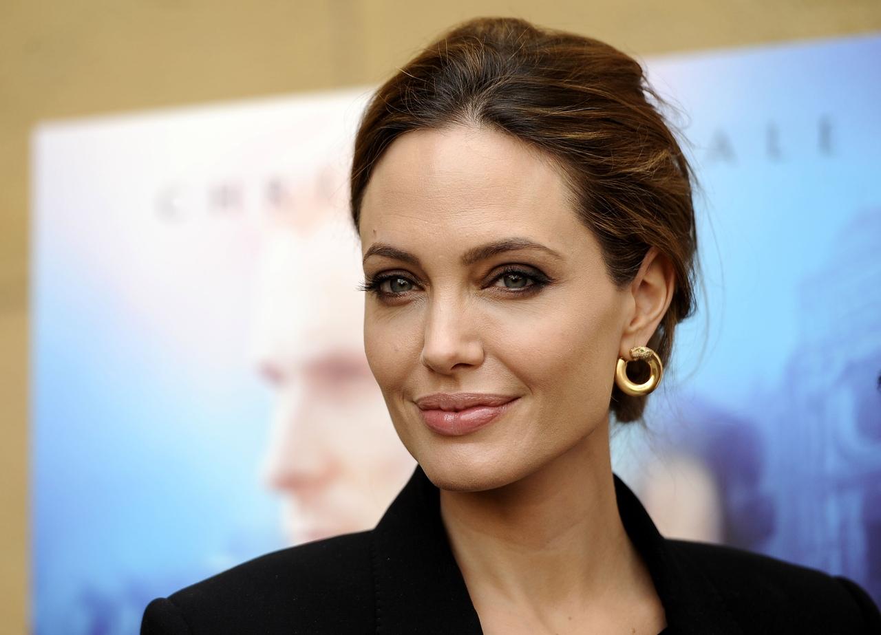 Анджелина Джоли отметила день рождения только с детьми