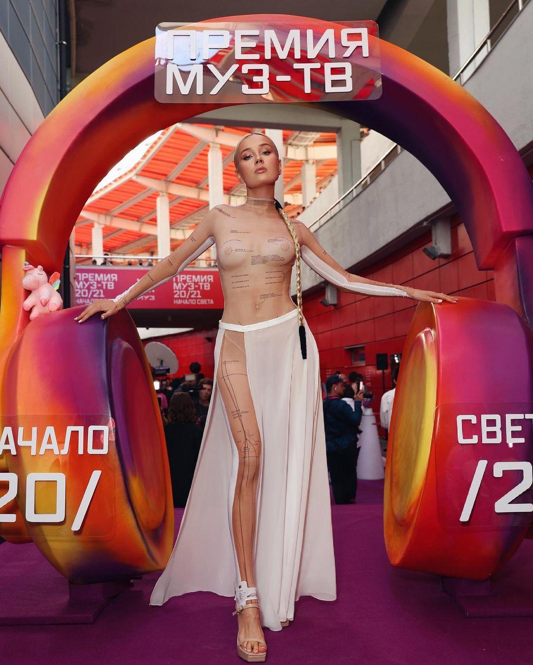 "Клава Кока оправдалась за ""голое платье"" на премии ""Муз-тв"""