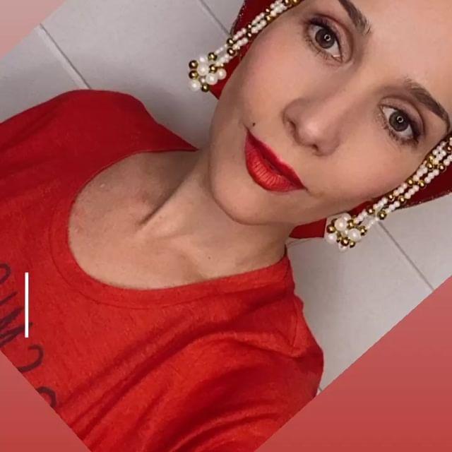 Наталья Орейро поздравила россиян на русском языке