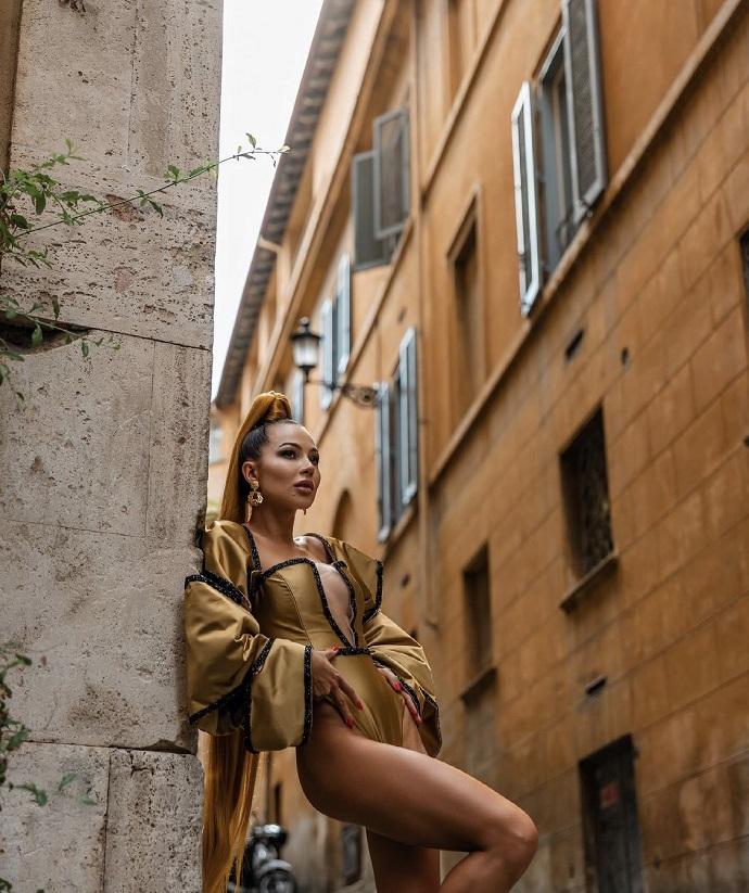 Roman police did not appreciate the striptease from Valeria Chekalina