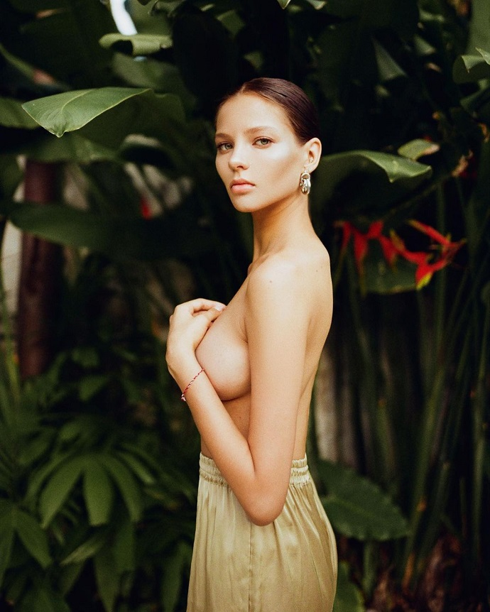 The photographer posted a photo of a naked pregnant Lesya Kafelnikova on the network