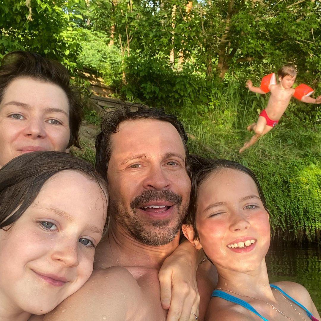 """""""Никто никого не бросал!"""": Павел Деревянко воссоединился с бывшей женой ради детей"""