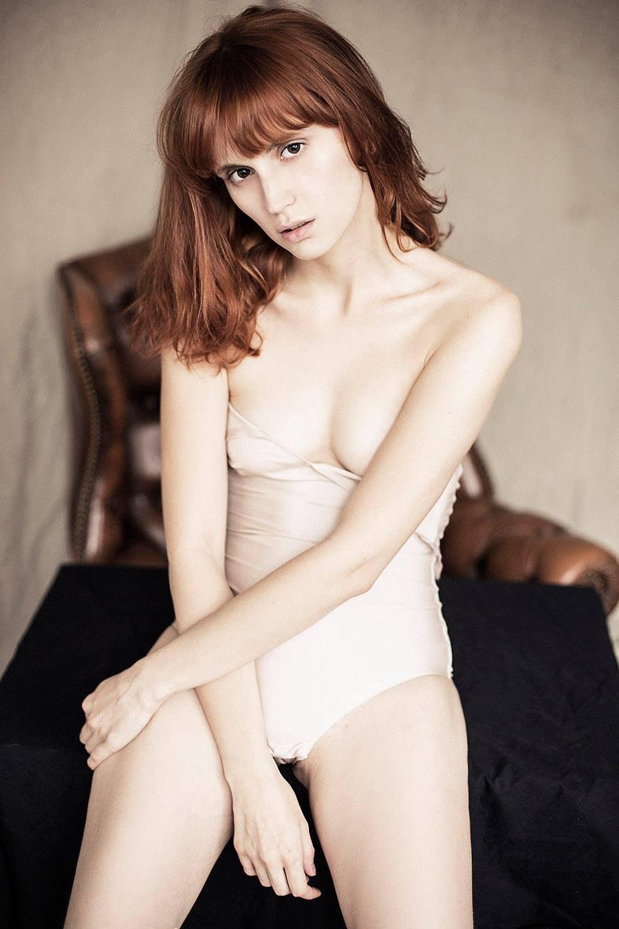 В Сети появилась откровенная фотосессия модели и актрисы Агаты Максимовой