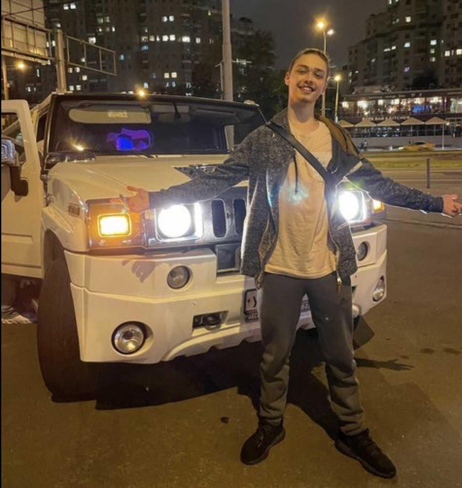 Сын Наташи Королёвой и его невеста-стриптизерша устроили пьянку в лимузине